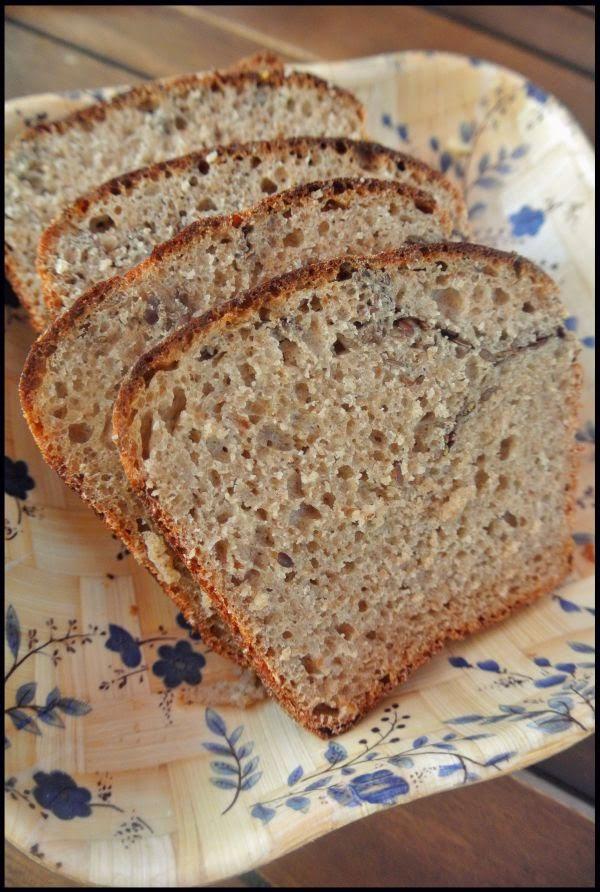 Nocny chleb żytni z siemieniem lnianym.