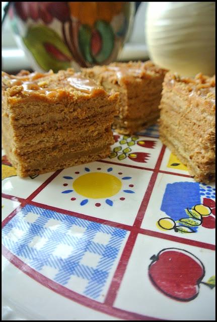 marlenka, medovik ciasto miodowe