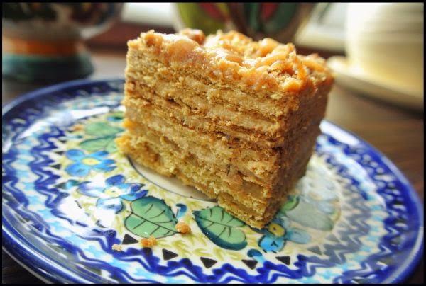Medovik ciasto miodowe z kremem kajmakowym.