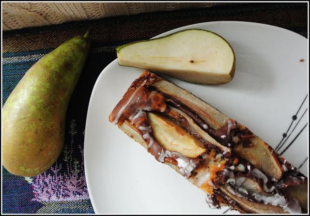 Ciasto mleczne z galaretką kisielową i gruszką