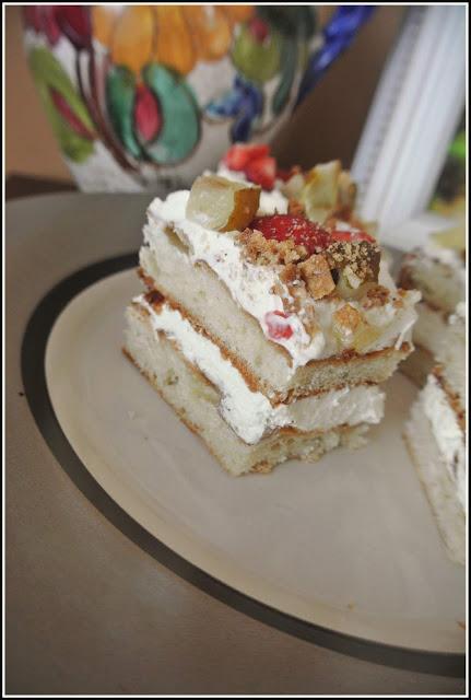 przekładaniec ciasto półfrancuskie, ciasto z kremem, ciasto z truskawkami,